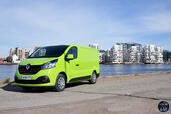 Renault Trafic Grand Confort 2014  photo 10 http://www.voiturepourlui.com/images/Renault/Trafic-Grand-Confort-2014/Exterieur/Renault_Trafic_Grand_Confort_2014_010_Energie_dCi.jpg