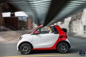 Smart ForTwo Cabrio 2016  photo 9 http://www.voiturepourlui.com/images/Smart/ForTwo-Cabrio-2016/Exterieur/Smart_ForTwo_Cabrio_2016_010_rouge_blanc_decapotable_cote_profil.jpg