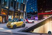 Smart ForTwo Cabrio 2016  photo 16 http://www.voiturepourlui.com/images/Smart/ForTwo-Cabrio-2016/Exterieur/Smart_ForTwo_Cabrio_2016_018_rouge_blanc_jaune_gris_decapotable_avant_face.jpg