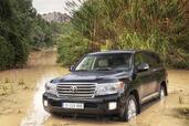 Toyota Land Cruiser SW V8  photo 10 http://www.voiturepourlui.com/images/Toyota/Land-Cruiser-SW-V8/Exterieur/Toyota_Land_Cruiser_SW_V8_010.jpg