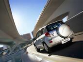 Toyota Rav4  photo 13 http://www.voiturepourlui.com/images/Toyota/Rav4/Exterieur/Toyota_Rav4_027.jpg