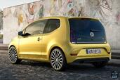 Volkswagen Up 2017  photo 13 http://www.voiturepourlui.com/images/Volkswagen/Up-2017/Exterieur/Volkswagen_Up_2017_014_jaune_or_arriere_cote.jpg