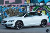 Volvo S60 Cross Country 2016  photo 8 http://www.voiturepourlui.com/images/Volvo/S60-Cross-Country-2016/Exterieur/Volvo_S60_Cross_Country_2016_008_D4_blanc_avant.jpg